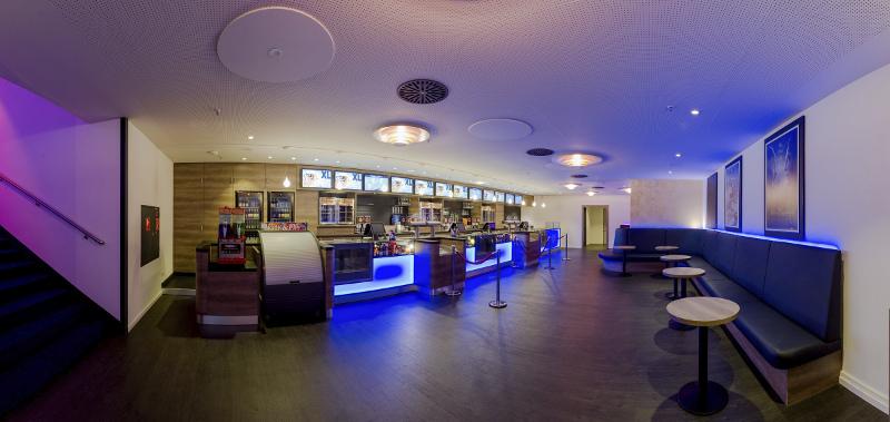 Modernisierte Bar mit erweitertem Angebot - man kann hier ordern und sich am Platz bedienen lassen.
