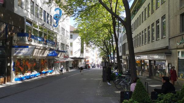 Freude über Lockerung: viele Geschäfte wieder geöffnet